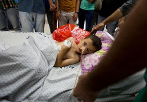 5-year-old Kinan injured in an Israeli airstrike on 9 July 2014. ©UNICEF/NYHQ2014-0901/El Baba
